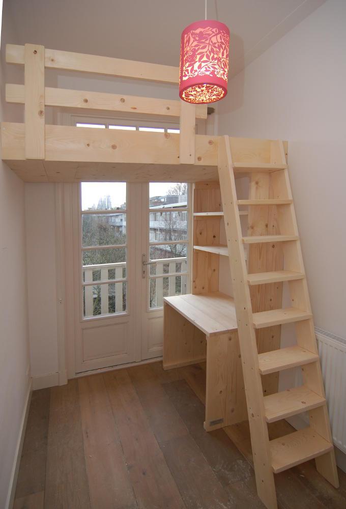 Hoog slapen in een kinderkamer met videbed mura mura for Bureau 2 metres