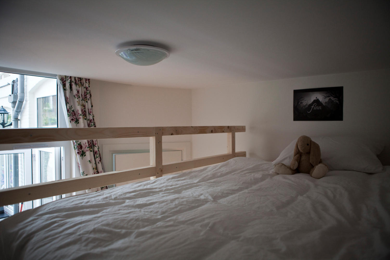 Hoog slapen in een kinderkamer met videbed mura mura - Kamer van de moderne jongen ...