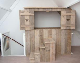 Inbouw bedstee avontuur in elke kinderkamer mura mura for Plank boven bed