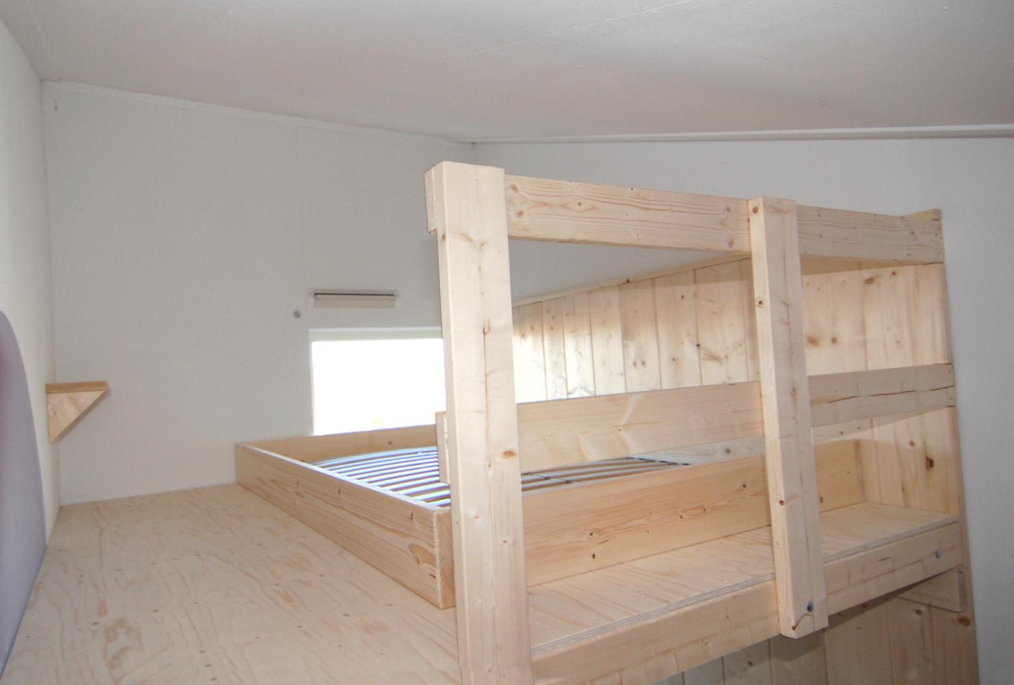 Hoogslaper Met Kast Eronder : Hoog slapen in een kinderkamer met videbed mura mura
